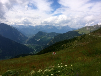 A Swiss afternoon - picnics and paragliding on our way to Les Ruinettes
